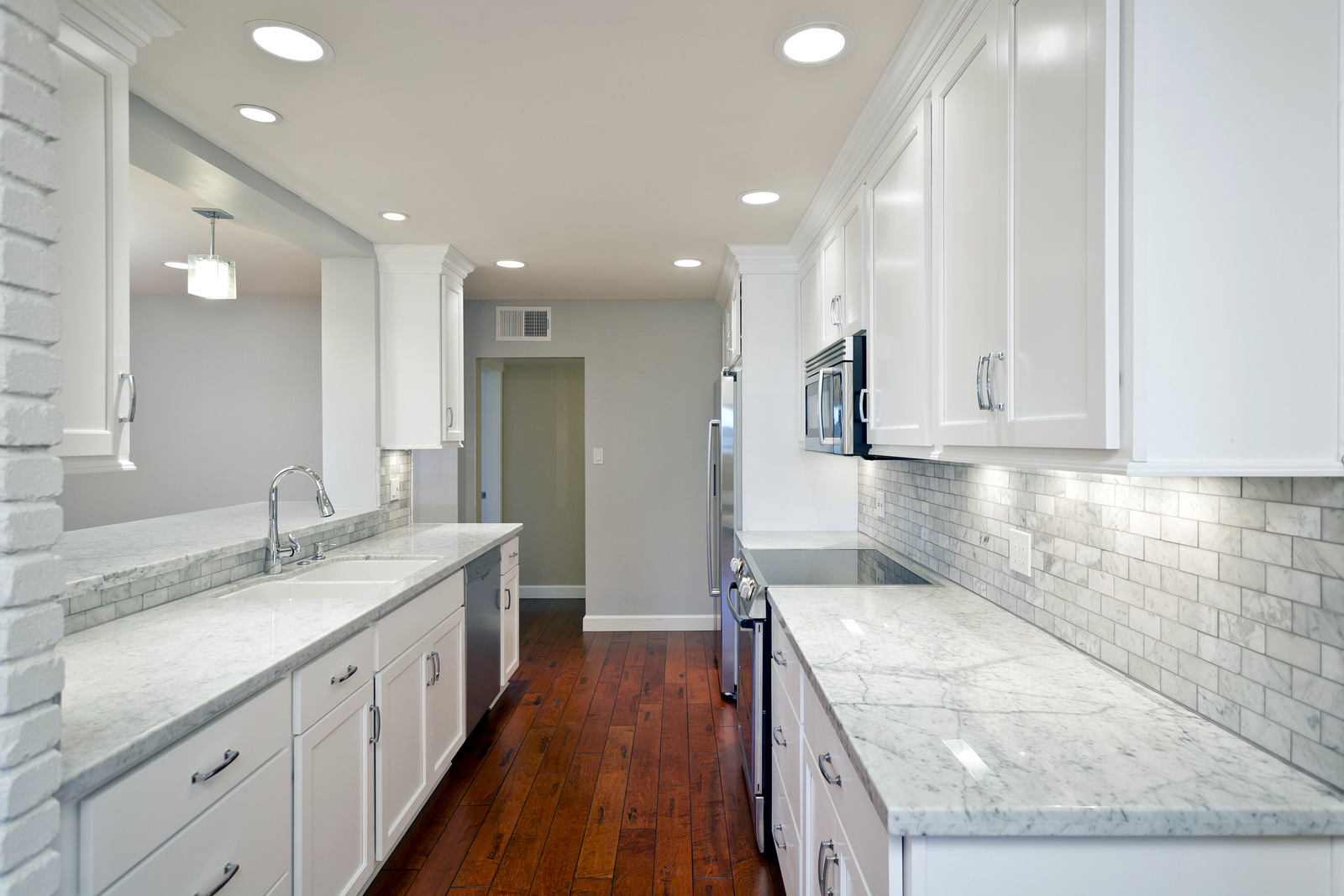 Phoenix AZ Kitchen Cabinets In White